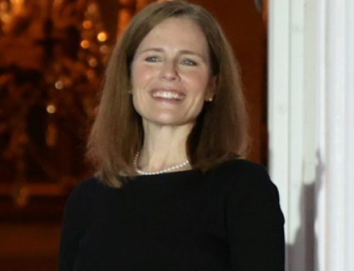Amy Coney Barrett, madre de 7 hijos (dos adoptados), jura como jueza de la Corte Suprema de Estados Unidos.