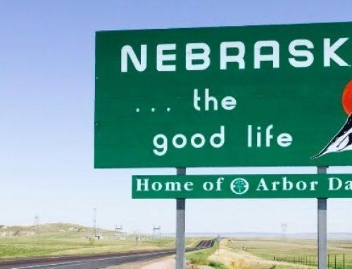 Consejos escolares de Nebraska se oponen a enseñanza de la ideología de género